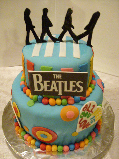 Peachy 21 Elaborately Decorated Cakes For Music Lovers The Beatles Guff Funny Birthday Cards Online Alyptdamsfinfo