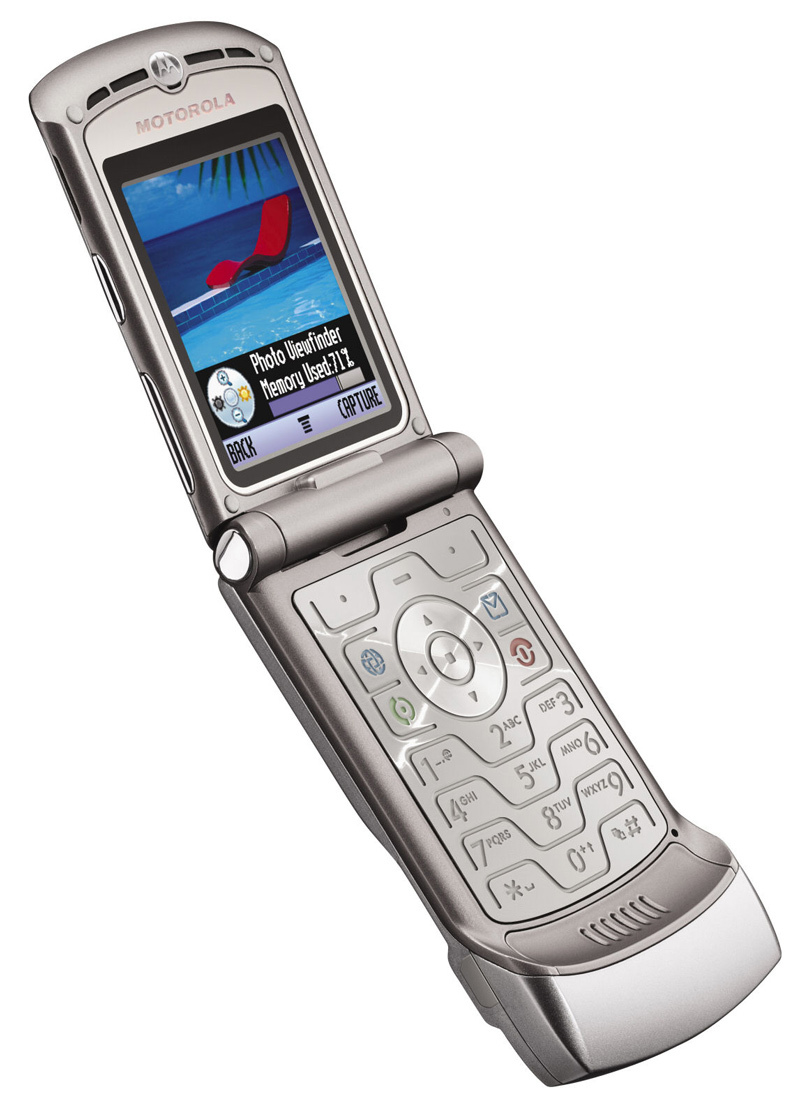 15 Old Cell Phones That You Actually Miss (Kind Of) - Motorola Razor | Guff