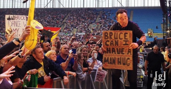 Funny Concert Signs That Totally Rock Teamwork For