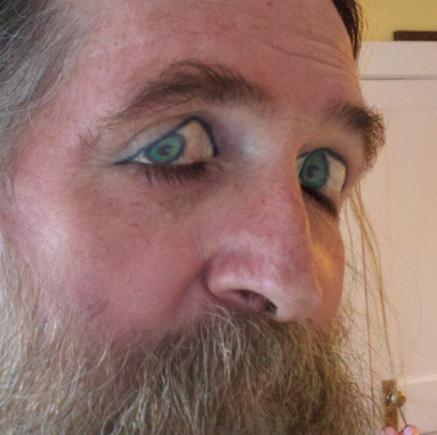 Eyelid Tattoos You Can\'t Unsee - This Is What Happens When | Guff