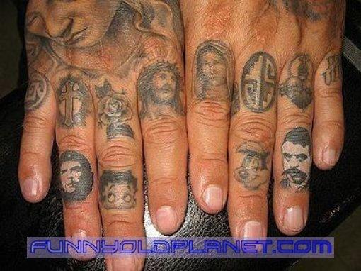972dc18f9 Funniest Hand Tattoos - Giraffe | Memes