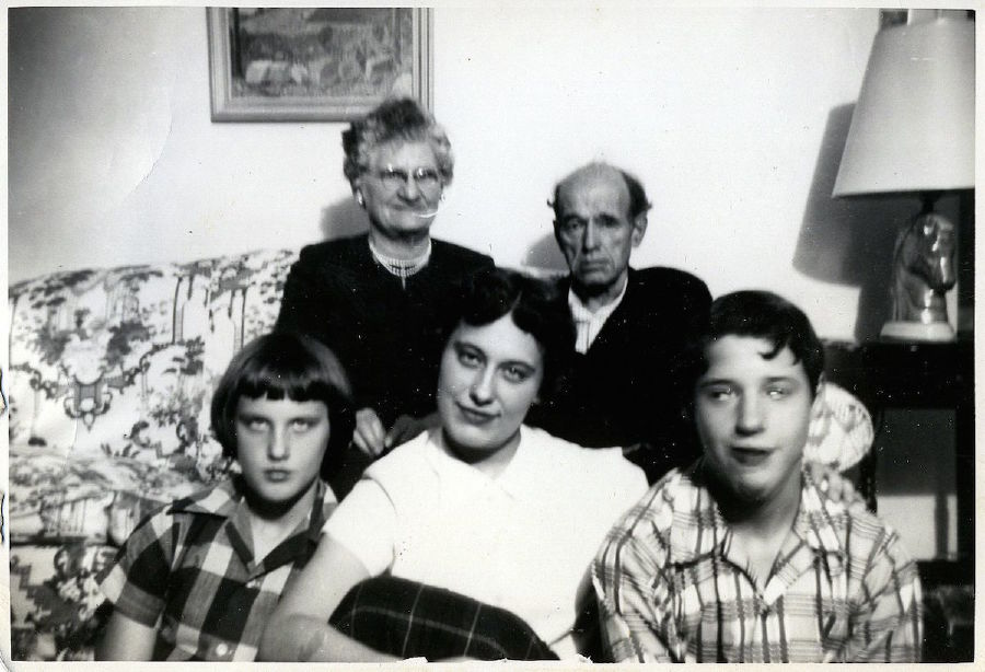 terrifying family photos to give you nightmares say